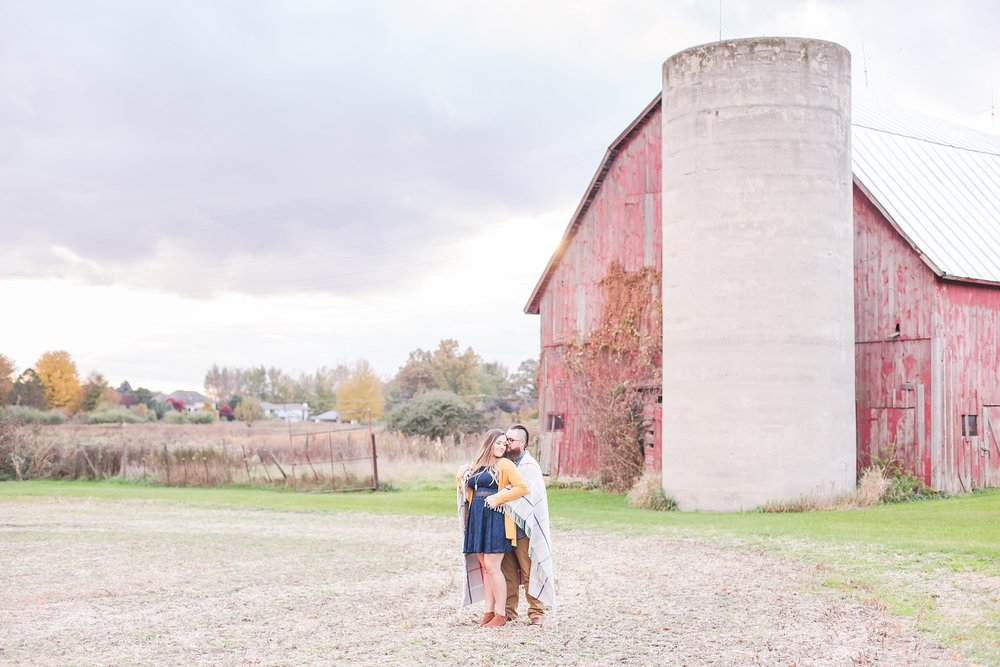 cozy-fall-engagement-photos-at-an-old-family-farm-in-monroe-michigan-by-courtney-carolyn-photography_0001.jpg