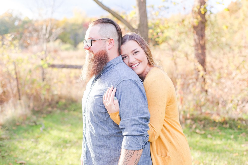 cozy-fall-engagement-photos-at-an-old-family-farm-in-monroe-michigan-by-courtney-carolyn-photography_0011.jpg