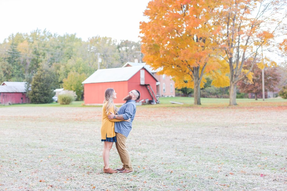 cozy-fall-engagement-photos-at-an-old-family-farm-in-monroe-michigan-by-courtney-carolyn-photography_0015.jpg