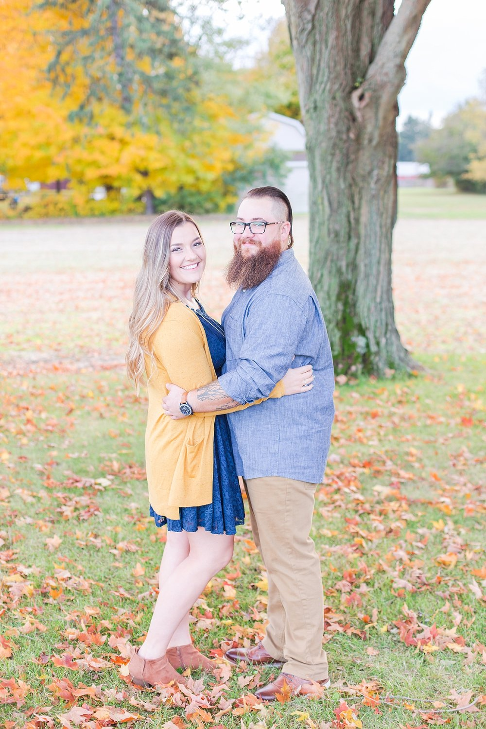 cozy-fall-engagement-photos-at-an-old-family-farm-in-monroe-michigan-by-courtney-carolyn-photography_0020.jpg