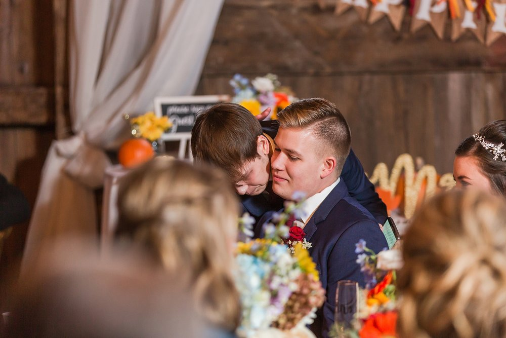 rustic-whimsical-wedding-photos-the-vale-royal-barn-in-fenton-michigan-by-courtney-carolyn-photography_0087.jpg