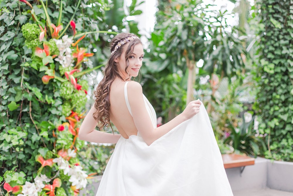 colorful-tropical-wedding-photos-at-the-crystal-gardens-in-chicago-illinois-by-courtney-carolyn-photography_0003.jpg