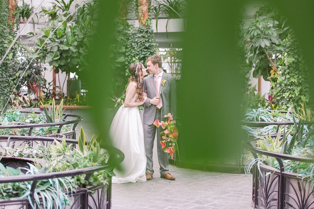 colorful-tropical-wedding-photos-at-the-crystal-gardens-in-chicago-illinois-by-courtney-carolyn-photography_0012.jpg