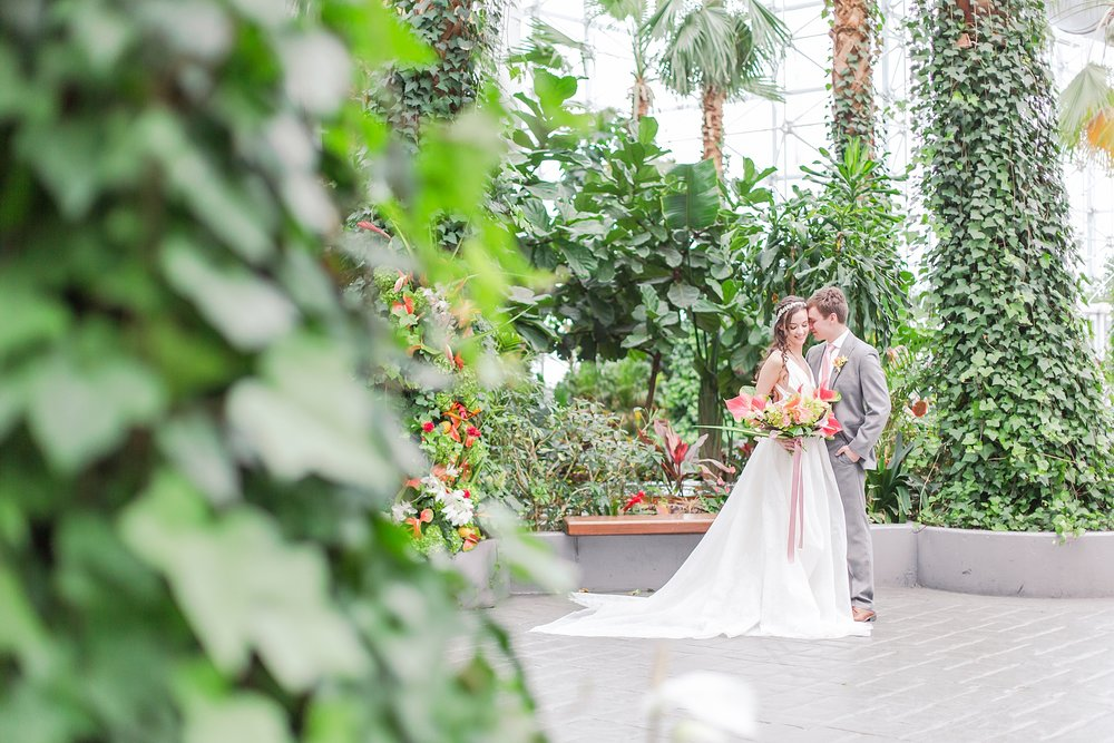 colorful-tropical-wedding-photos-at-the-crystal-gardens-in-chicago-illinois-by-courtney-carolyn-photography_0016.jpg