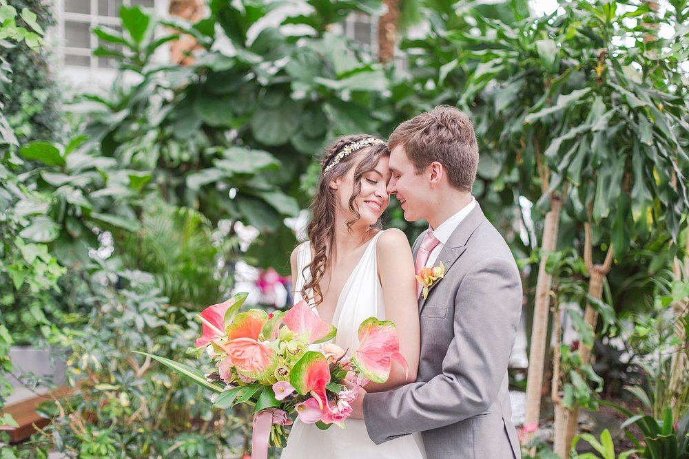 colorful-tropical-wedding-photos-at-the-crystal-gardens-in-chicago-illinois-by-courtney-carolyn-photography_0024.jpg
