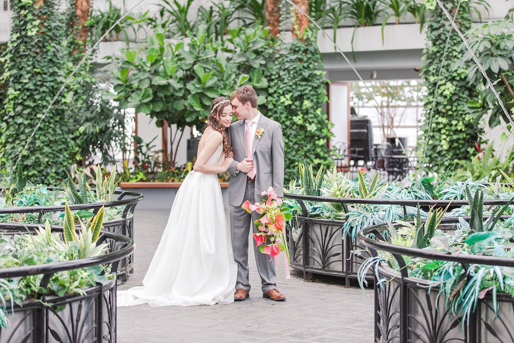 colorful-tropical-wedding-photos-at-the-crystal-gardens-in-chicago-illinois-by-courtney-carolyn-photography_0028.jpg