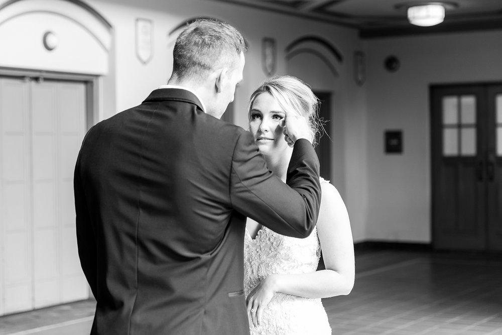 joyful-romantic-modern-laid-back-wedding-photography-in-detroit-ann-arbor-northern-mi-and-chicago-by-courtney-carolyn-photography_0002.jpg