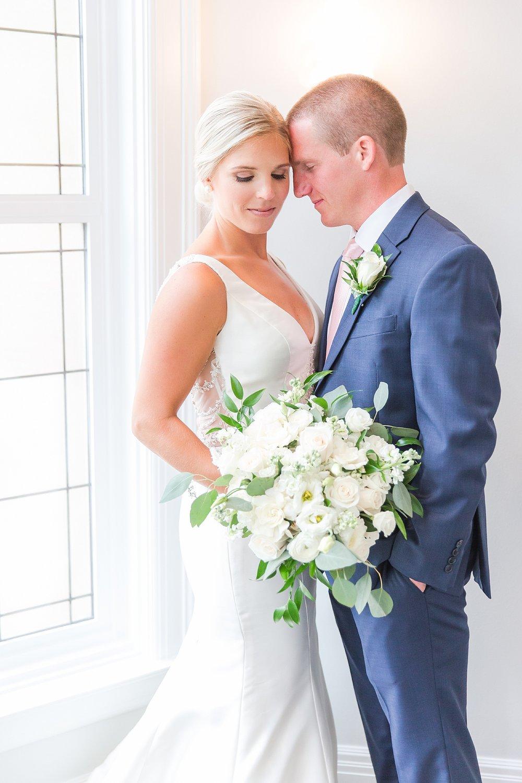 joyful-romantic-modern-laid-back-wedding-photography-in-detroit-ann-arbor-northern-mi-and-chicago-by-courtney-carolyn-photography_0005.jpg