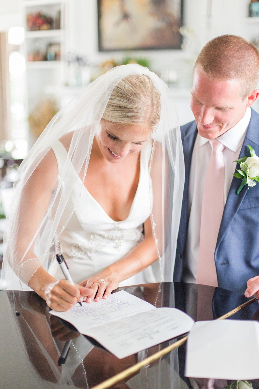 joyful-romantic-modern-laid-back-wedding-photography-in-detroit-ann-arbor-northern-mi-and-chicago-by-courtney-carolyn-photography_0007.jpg