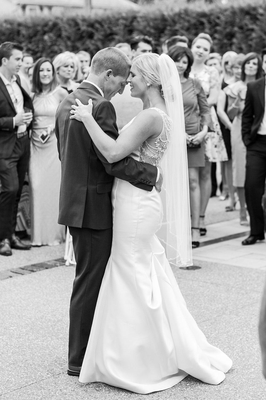 joyful-romantic-modern-laid-back-wedding-photography-in-detroit-ann-arbor-northern-mi-and-chicago-by-courtney-carolyn-photography_0008.jpg