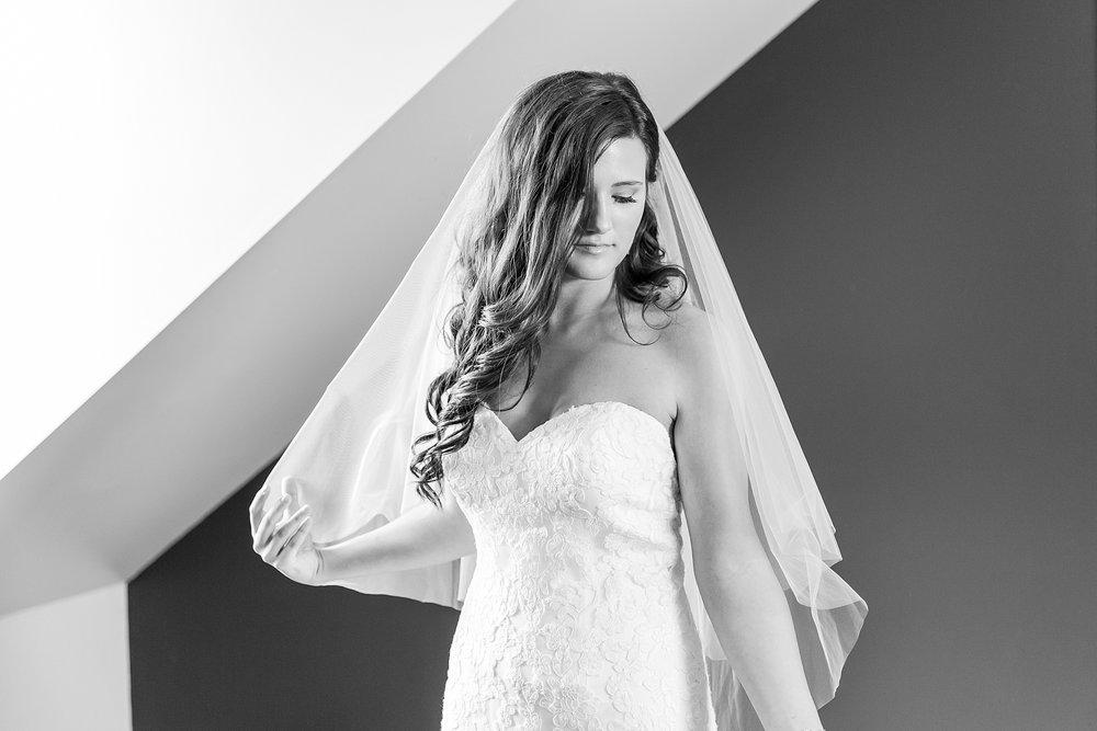 joyful-romantic-modern-laid-back-wedding-photography-in-detroit-ann-arbor-northern-mi-and-chicago-by-courtney-carolyn-photography_0015.jpg