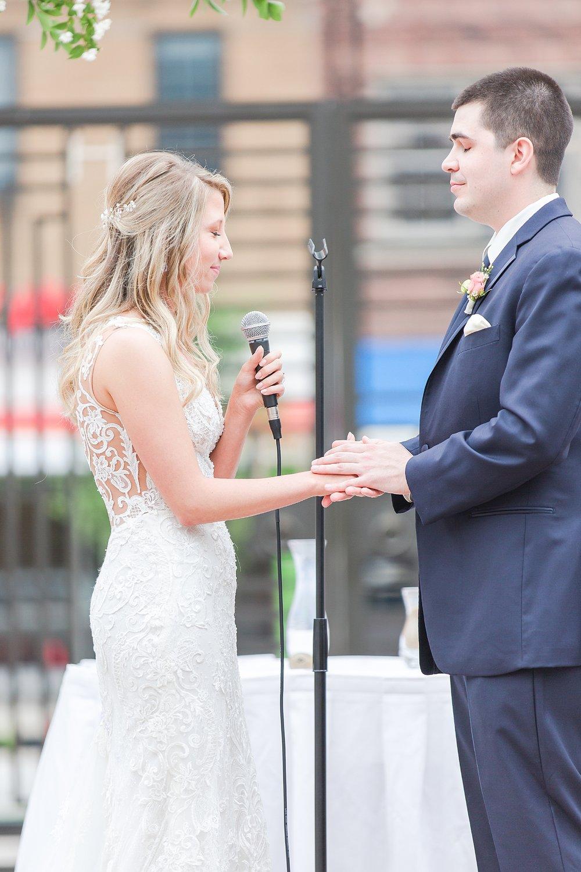 joyful-romantic-modern-laid-back-wedding-photography-in-detroit-ann-arbor-northern-mi-and-chicago-by-courtney-carolyn-photography_0018.jpg
