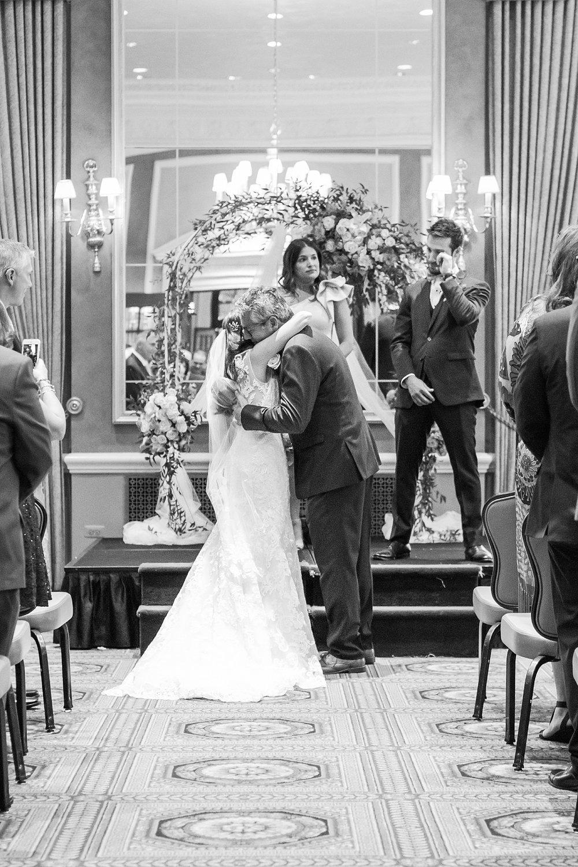 joyful-romantic-modern-laid-back-wedding-photography-in-detroit-ann-arbor-northern-mi-and-chicago-by-courtney-carolyn-photography_0023.jpg