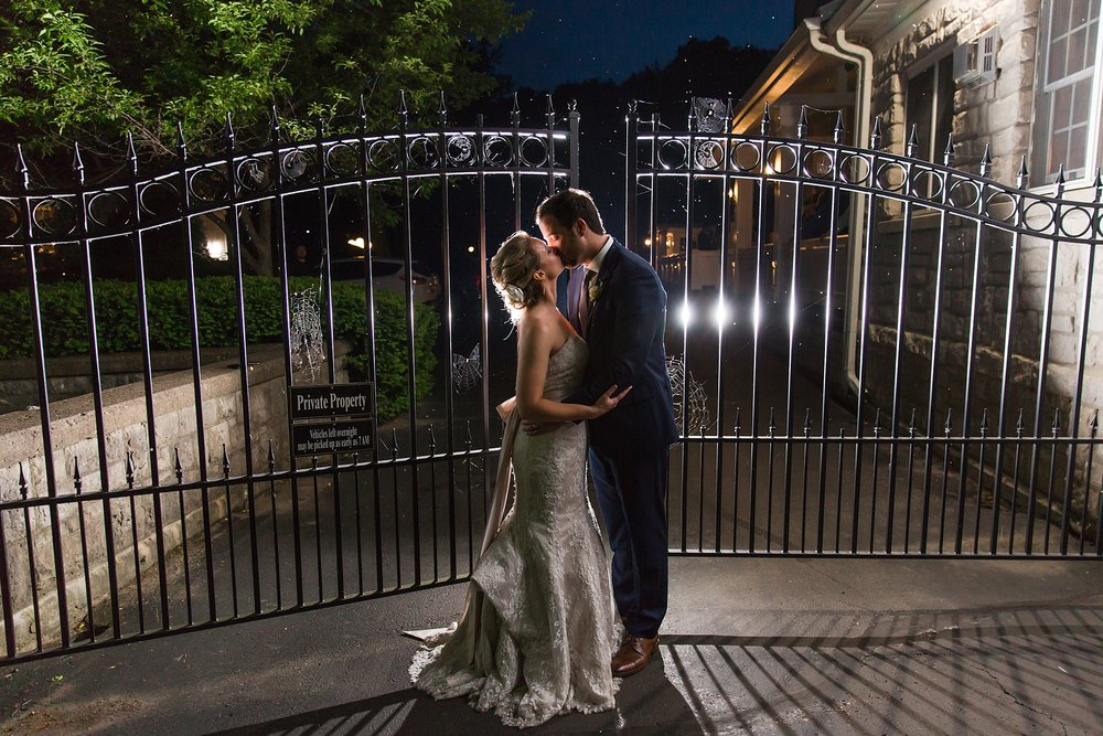 joyful-romantic-modern-laid-back-wedding-photography-in-detroit-ann-arbor-northern-mi-and-chicago-by-courtney-carolyn-photography_0026.jpg