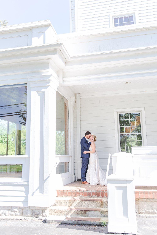 joyful-romantic-modern-laid-back-wedding-photography-in-detroit-ann-arbor-northern-mi-and-chicago-by-courtney-carolyn-photography_0028.jpg