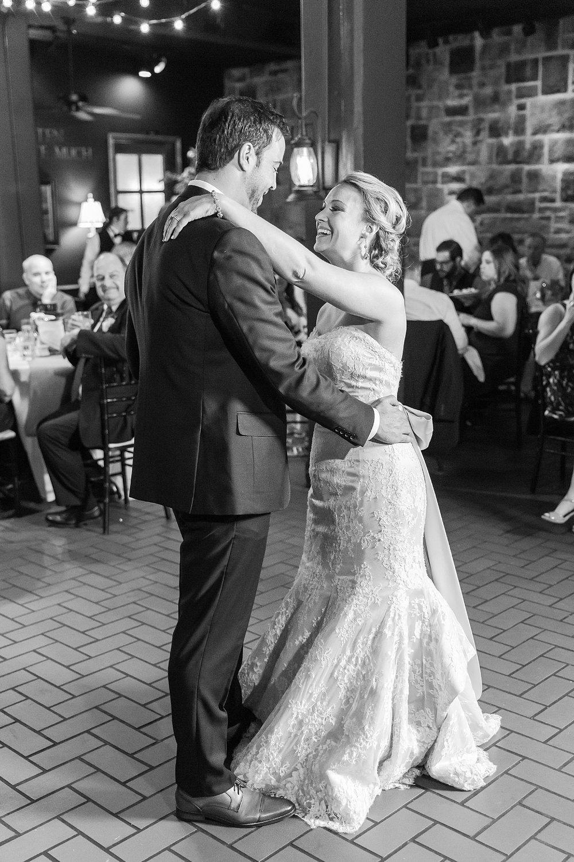 joyful-romantic-modern-laid-back-wedding-photography-in-detroit-ann-arbor-northern-mi-and-chicago-by-courtney-carolyn-photography_0029.jpg