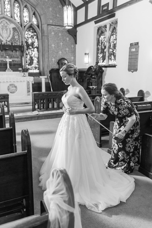 joyful-romantic-modern-laid-back-wedding-photography-in-detroit-ann-arbor-northern-mi-and-chicago-by-courtney-carolyn-photography_0031.jpg