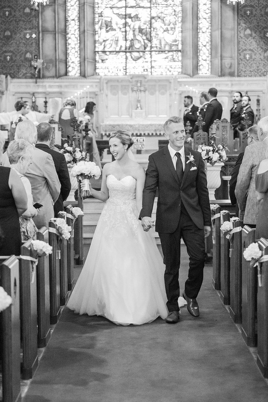 joyful-romantic-modern-laid-back-wedding-photography-in-detroit-ann-arbor-northern-mi-and-chicago-by-courtney-carolyn-photography_0032.jpg