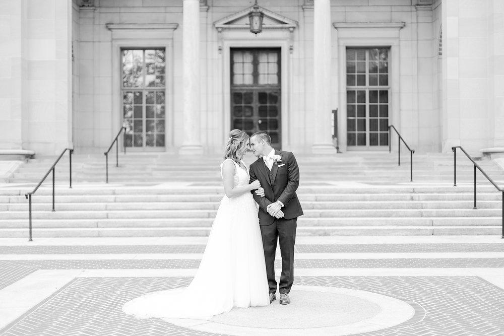 joyful-romantic-modern-laid-back-wedding-photography-in-detroit-ann-arbor-northern-mi-and-chicago-by-courtney-carolyn-photography_0034.jpg