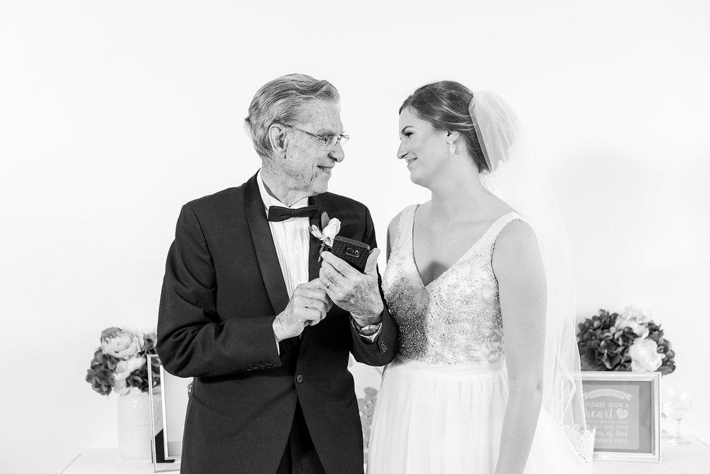 joyful-romantic-modern-laid-back-wedding-photography-in-detroit-ann-arbor-northern-mi-and-chicago-by-courtney-carolyn-photography_0039.jpg
