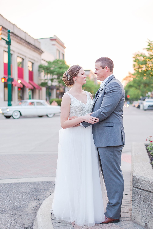 joyful-romantic-modern-laid-back-wedding-photography-in-detroit-ann-arbor-northern-mi-and-chicago-by-courtney-carolyn-photography_0041.jpg