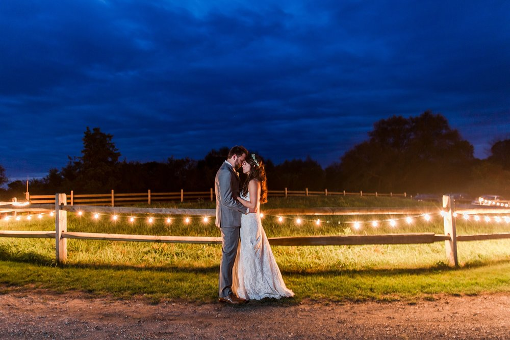 joyful-romantic-modern-laid-back-wedding-photography-in-detroit-ann-arbor-northern-mi-and-chicago-by-courtney-carolyn-photography_0042.jpg