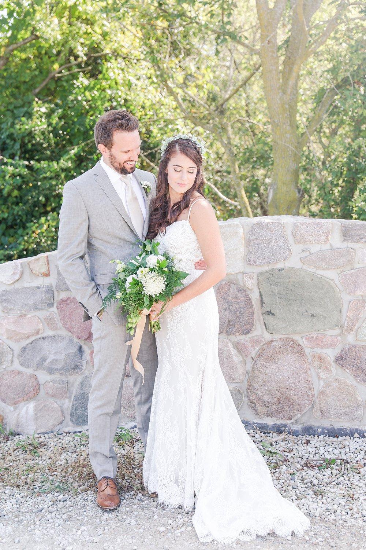 joyful-romantic-modern-laid-back-wedding-photography-in-detroit-ann-arbor-northern-mi-and-chicago-by-courtney-carolyn-photography_0044.jpg