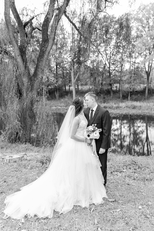 joyful-romantic-modern-laid-back-wedding-photography-in-detroit-ann-arbor-northern-mi-and-chicago-by-courtney-carolyn-photography_0046.jpg