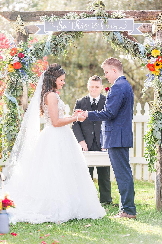 joyful-romantic-modern-laid-back-wedding-photography-in-detroit-ann-arbor-northern-mi-and-chicago-by-courtney-carolyn-photography_0049.jpg