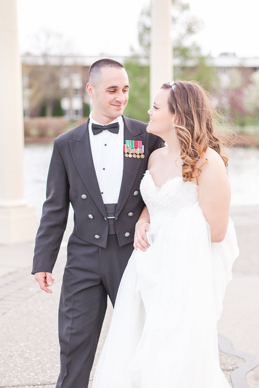 joyful-romantic-modern-laid-back-wedding-photography-in-detroit-ann-arbor-northern-mi-and-chicago-by-courtney-carolyn-photography_0053.jpg