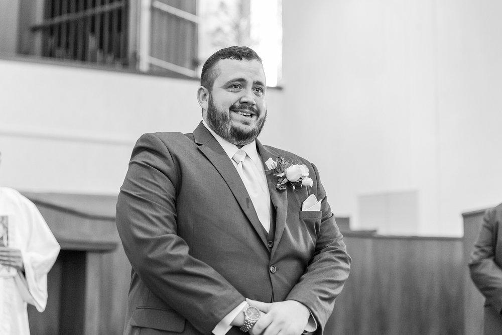joyful-romantic-modern-laid-back-wedding-photography-in-detroit-ann-arbor-northern-mi-and-chicago-by-courtney-carolyn-photography_0054.jpg
