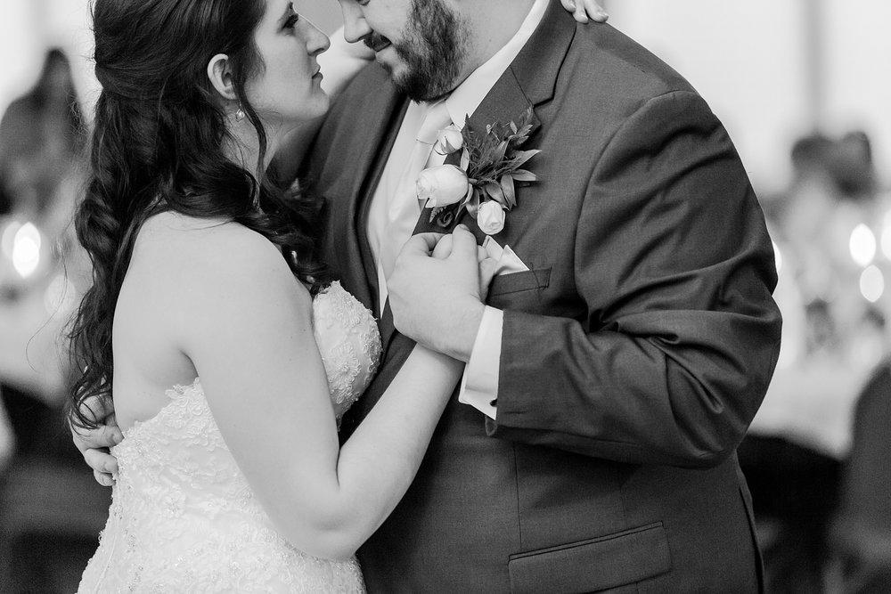 joyful-romantic-modern-laid-back-wedding-photography-in-detroit-ann-arbor-northern-mi-and-chicago-by-courtney-carolyn-photography_0057.jpg