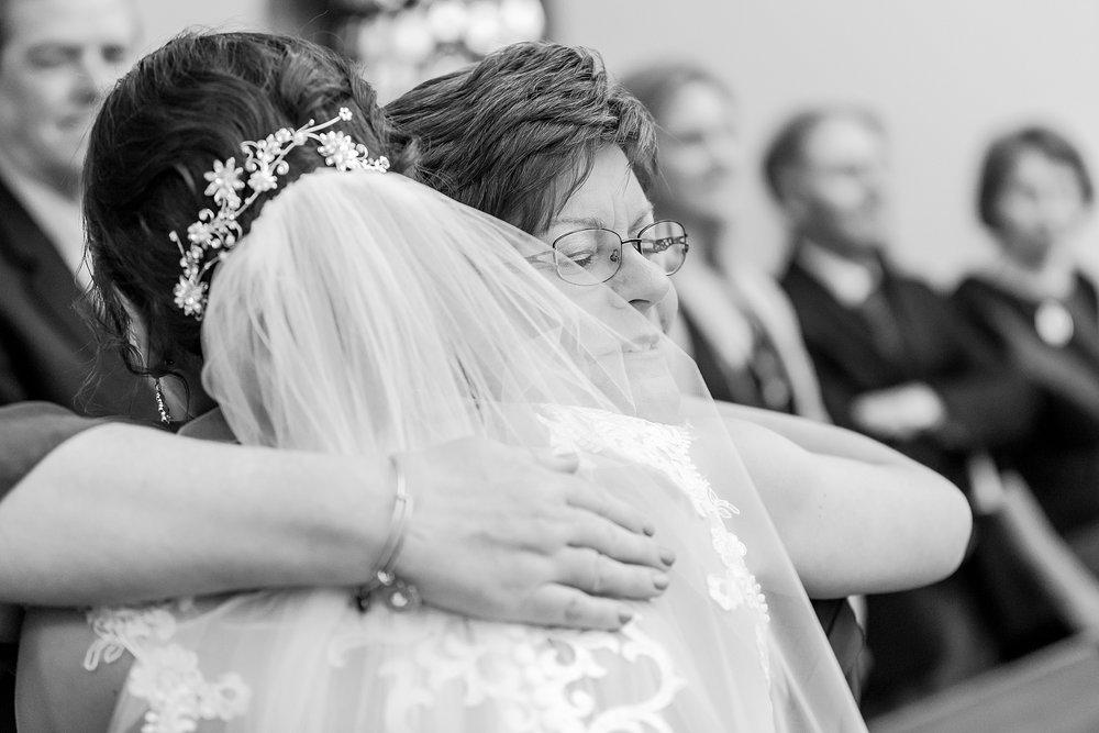 joyful-romantic-modern-laid-back-wedding-photography-in-detroit-ann-arbor-northern-mi-and-chicago-by-courtney-carolyn-photography_0061.jpg
