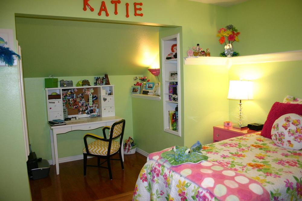 kates room_she hates it (5).JPG