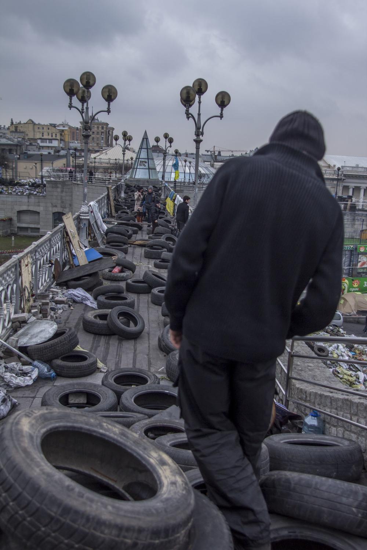 Puente barricada que lleva al Maidan de Kiev. Foto: María Torres-Solanot