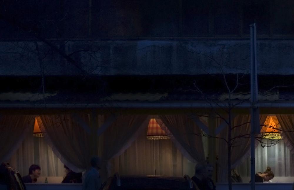 Cae la noche en un tranquilo local del barrio de la ópera de Kiev. Foto: María Torres-Solanot ©