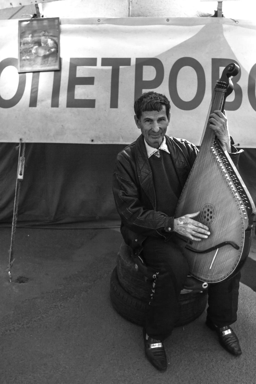 Boris, músico cosaco en el Maidan de Kiev, Ucrania. Foto: María Torres-Solanot ©