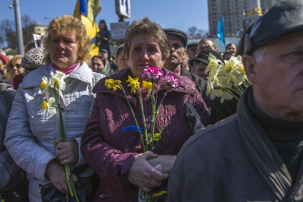 Familiares de víctimas de francotiradores en Kiev (Ucrania). Foto: María Torres-Solanot
