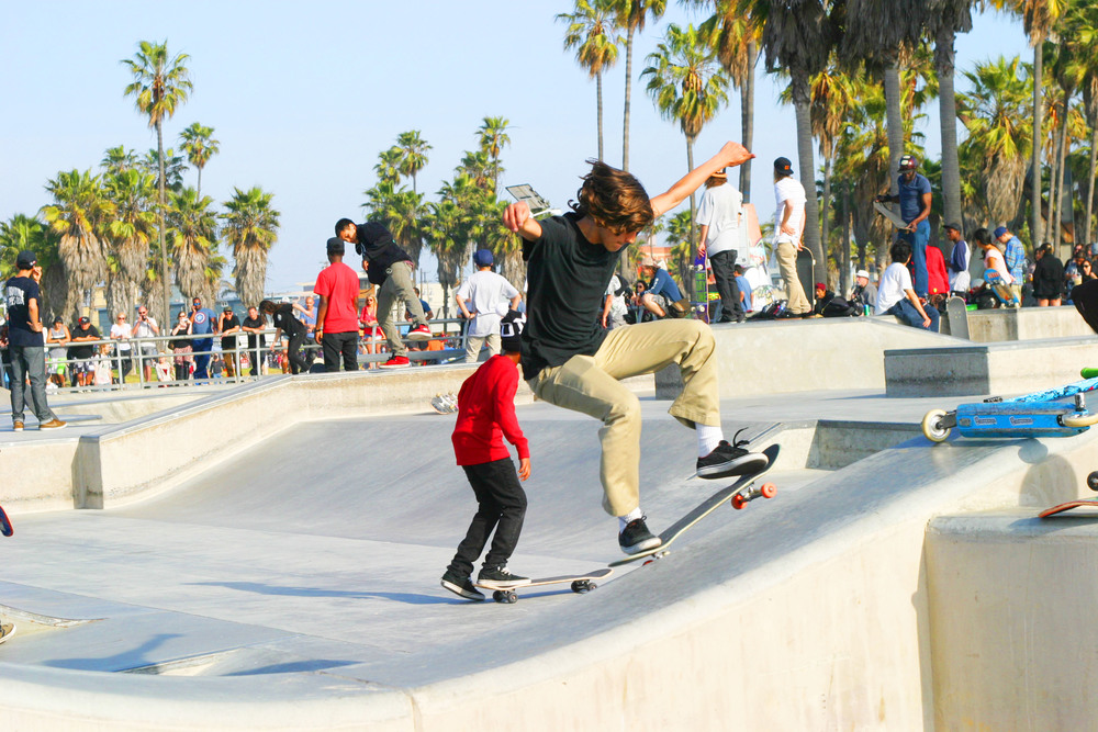 chic little poor girl skate2.JPG