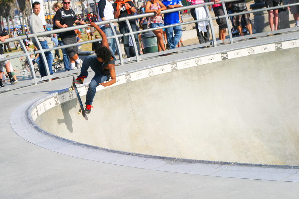 chic little poor girl skate5.JPG