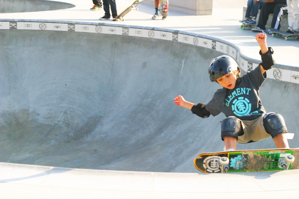 chic little poor girl skate6.JPG