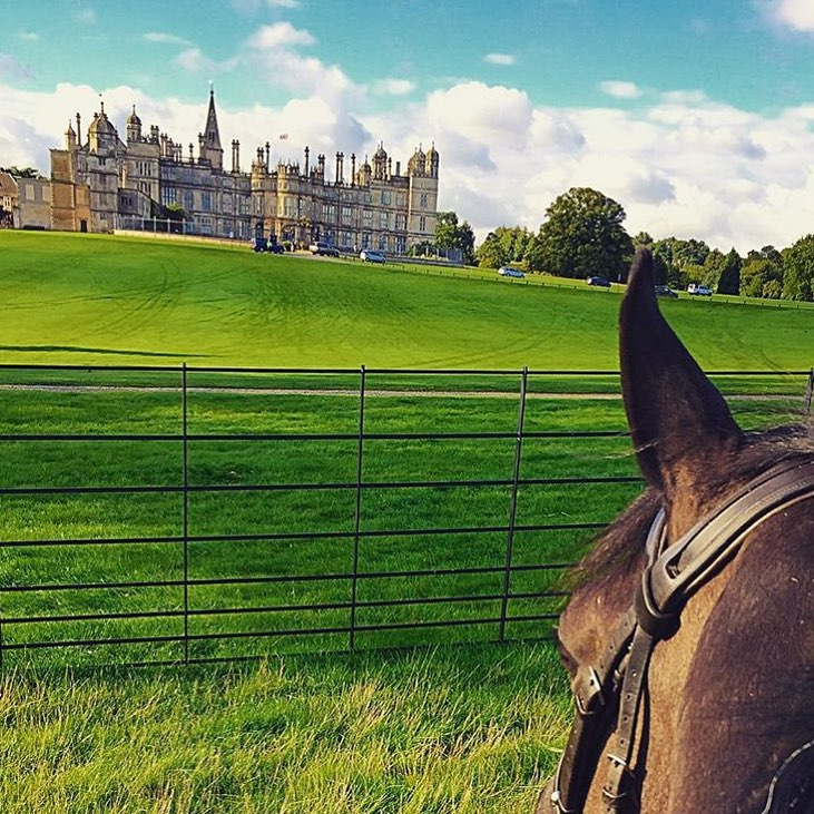 Congratulations to @lizziebrown88 who placed sixth in the 5 yr Old Finals, aboard her Irish Sport Horse, William! And thanks to my pal @caldalex /@betweentwoears for pointing me to this fabulous photo. I always appreciate a good photo lead!  Burghley House is a 16th-century country house built in 1587, designed by architect Robert Smythson, and now owned by a preservation trust.