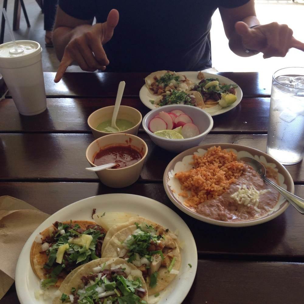 los-robles-cafe-tacos.jpg