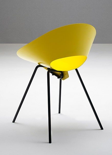KD04: 1948  |                                      Donald R. Knorr                                        Chair in curved steel and drawn steel wire legs; available in a various colours. Available with removable cushion in wool felt.