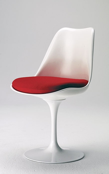 SA04:  1957  |                                      Eero Saarinen                         Pedestal swivel chair with black or white bright lacquered cast aluminium base. Seat and back in resin. Cushion in expanded foam covered with fabric or leather.