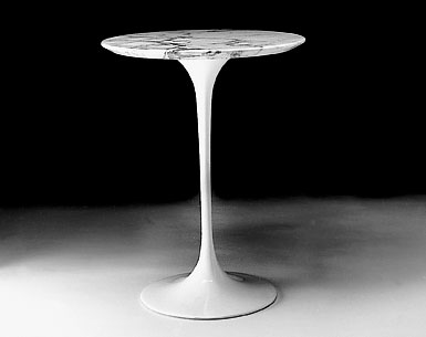 SA69-2: 1956  |                                      Eero Saarinen                                      Table: base in cast aluminium black or white lacquered, bright or matt. Top diameter cm. 41 in a variety of finishes.