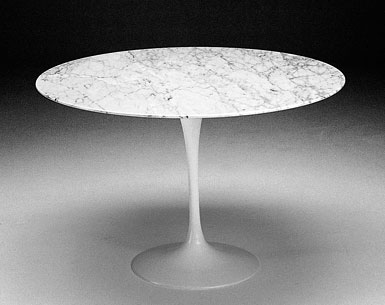 SA69-3: 1956  |                                      Eero Saarinen                                      Table: base in cast aluminium black or white lacquered, bright or matt. Top diameter cm. 51 in a variety of finishes.