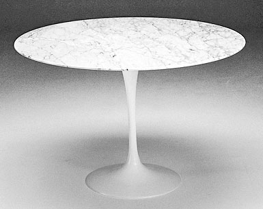 SA69-6:   1956  |                                      Eero Saarinen                                       Table: base in cast aluminium black or white lacquered, bright or matt. Top diameter cm. 137 in a variety of finishes.
