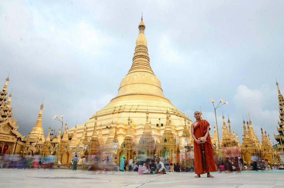 Shwedagon Pagoda. Yangon, Myanmar. 2015.
