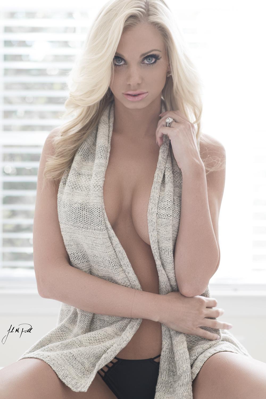 Mary Kaitlin Nude Photos 32